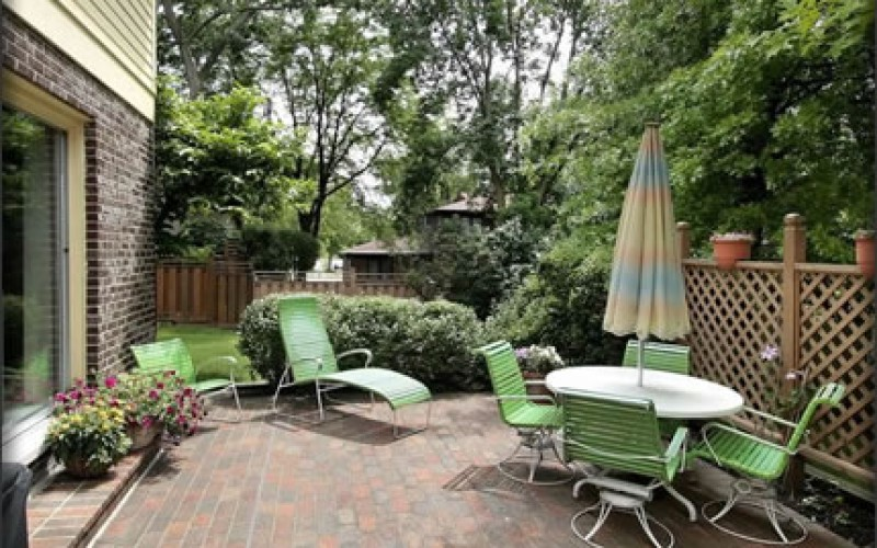 5 Affordable and Practical Outdoor Patio Areas
