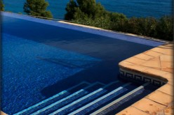 Do You Need a Pool Maintenance Service?