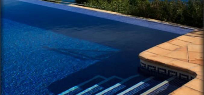Do You Need a Pool Maintenance Service?