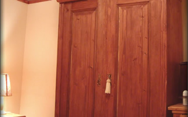 Dress Up the House to Accommodate Your Dress: How to Choose Built In Wardrobes