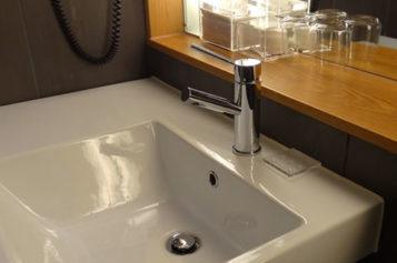 Bathroom Remodeling on a Shoestring