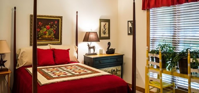 Romantic Bedroom Decorating Ideas With Red Color