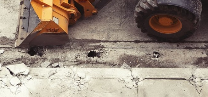 The Benefits of Using a Small Excavator for a Home Improvement Project