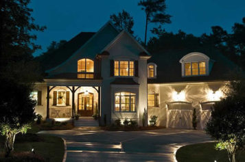 4 Ways to Change the Look of Your House With Outside Lighting