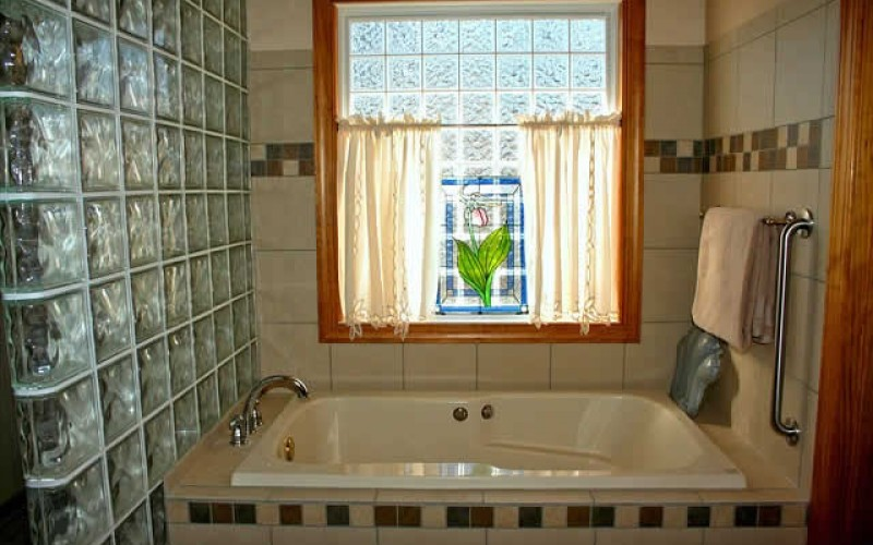 Guidelines for Finding the Right Bath for Your Bathroom