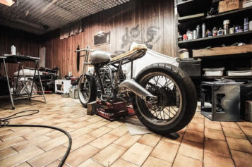 Spruce Up Your Garage Floor With These Stunning 6 Ideas