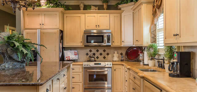 Stock Cabinets vs Custom Cabinets: What are the Key Differences?