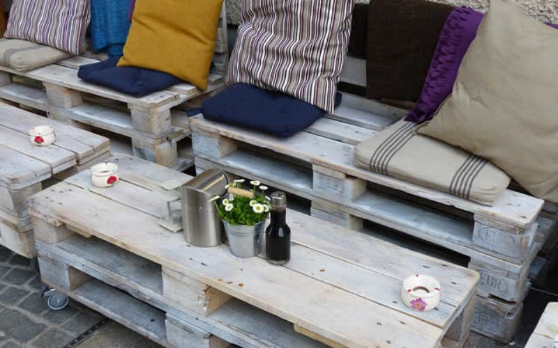 DIY Wood Pallet Ideas That Will Increase the Space in Your Tiny Apartment