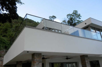 5 Reasons to Have a Balcony Glass Balustrade