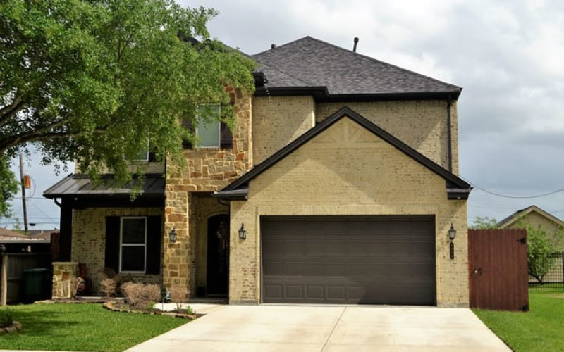 Broken Garage: 4 Signs Your Garage Door Needs Repair