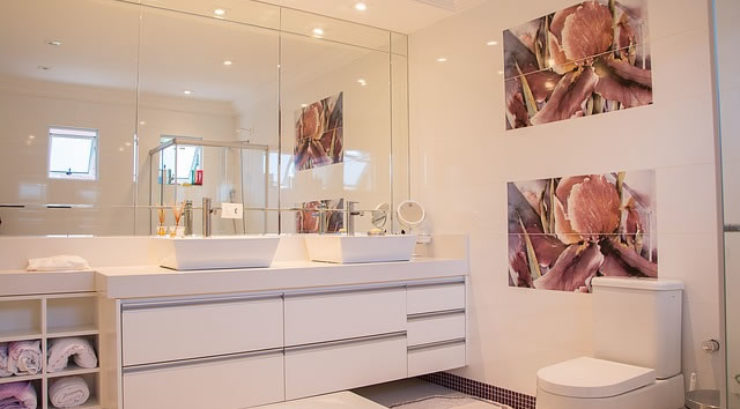 Key Tips On Turning An Old Bathroom Into Something New On A Budget