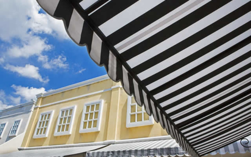 Benefits of Using Retractable Outdoor Awnings