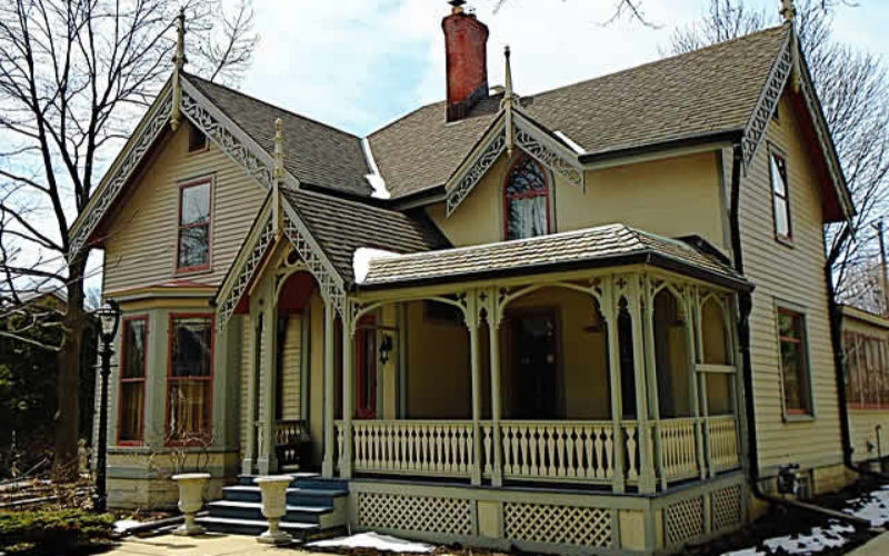 5 Things to Consider Before Moving into An Old Home