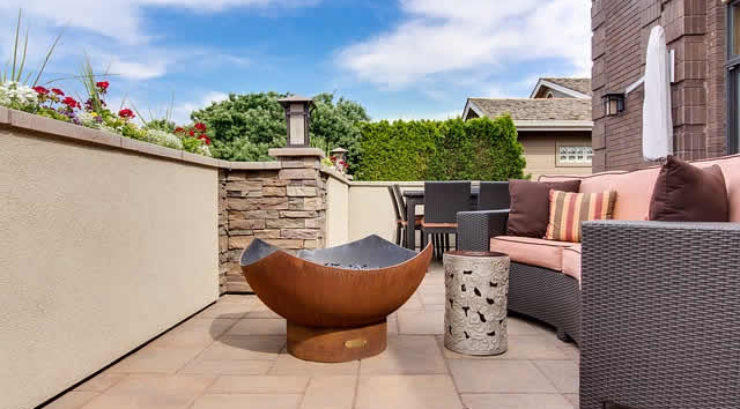 How to Choose the Materials for Patio Paving?