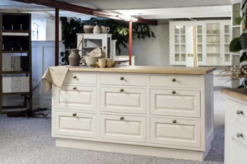 Why Would You Go for Kitchen Refacing Cabinets?