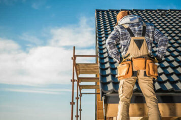 6 Factors to Consider When Hiring Roofing Contractors