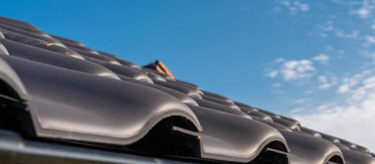 4 Distinct Differences Between Metal Roofing and Traditional Shingles