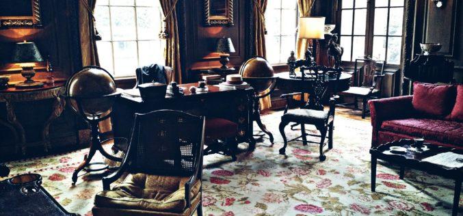 Antique Design and Decor for a Home Den