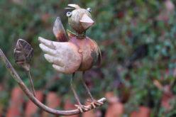 Using Garden Metal Art for Yard Decoration