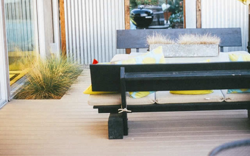 Floating Decks – Beautiful Concept to Enhance Your Landscape Look