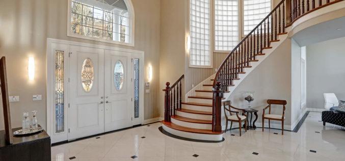 <span>photo image analysis:</span> Making a Grand Entrance